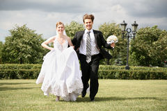 Running wedding couple Royalty Free Stock Photo