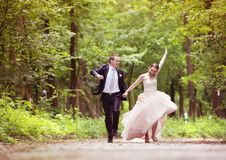 Running wedding couple Royalty Free Stock Images