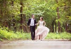 Running wedding couple Royalty Free Stock Image