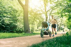 Free Running Woman With Baby Stroller Enjoying Summer In Park Royalty Free Stock Photos - 119508198
