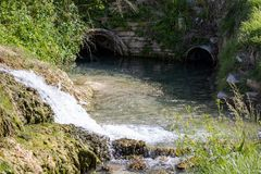Runoff da água nos thermopolis do parque estadual de Hot Springs wy fotografia de stock