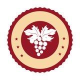 Runt emblem med gruppen av druvor Fotografering för Bildbyråer