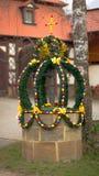 2000 runt om bayern dekorerad easter ägggermany green gunzenhausen brunnar för wellen för tradition för delen för handleaves gamm Royaltyfri Foto