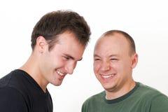 runt om goofing skratta barn för män tillsammans Arkivbilder