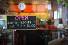 runt om nya bönakaffekoppar shoppa Royaltyfri Foto