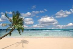 runt om strand inget paradis arkivbild