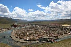 Runt om Yarchenen Gar Yaqen Orgyan Temple i Amdo Tibet, haka Arkivfoton