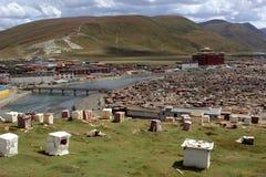 Runt om Yarchenen Gar Yaqen Orgyan Temple i Amdo Tibet, haka Royaltyfria Foton