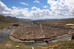 Runt om Yarchenen Gar Yaqen Orgyan Temple i Amdo Tibet, haka Arkivfoto