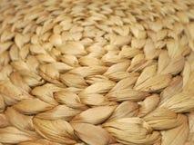 Runt spiralt handgjort mattt som göras av vattenhyacint Royaltyfria Foton