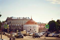 Runt torn i Vyborg, marknadsfyrkant Århundrade för monumentbefästning XVI royaltyfri bild