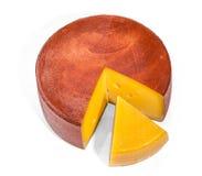 Ruota del formaggio isolata su bianco e su un triangolo del formaggio Fotografie Stock