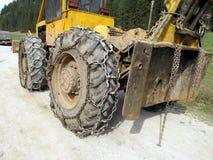 Ruota del trattore con la catena Fotografie Stock