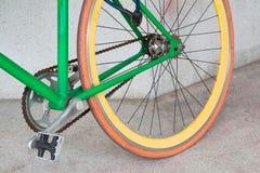 Ruota della bicicletta fissa verde dell'ingranaggio Fotografia Stock Libera da Diritti