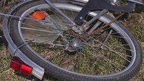 Ruota di bicicletta girante video d archivio