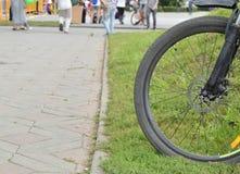 Ruota di bicicletta, parte, esterno, un giorno di estate Fotografia Stock Libera da Diritti