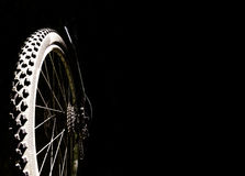 Ruota di bicicletta su un fondo nero Fotografia Stock