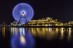 Ruota di ferris dell'orologio di Yokohama 21 alla notte Immagini Stock