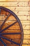 Ruota di legno di vecchio cariage del cavallo Fotografie Stock Libere da Diritti