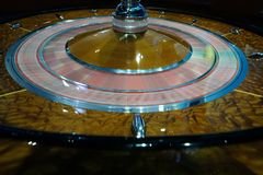 Ruota di roulette classica del casinò che fila velocemente Immagine Stock