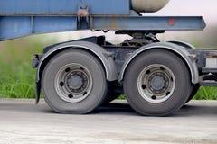 Ruota e gomma del camion Fotografie Stock Libere da Diritti