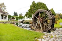 ruota idraulica su The Creek Fotografie Stock Libere da Diritti