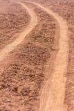 Ruota motrice sulla terra Camion della ruota che ha lasciato le tracce Fotografie Stock Libere da Diritti