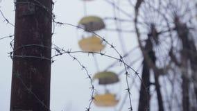 Ruota panoramica al parco di divertimenti abbandonato Pripyat stock footage