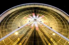 Ruota panoramica alla notte in Nizza, Francia Immagine Stock