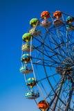 Ruota panoramica con la gondola sotto forma di pallone fotografia stock libera da diritti