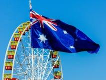 Ruota panoramica e bandiera australiana Fotografia Stock
