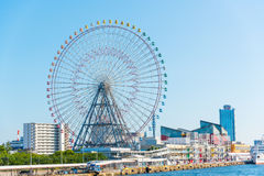 Ruota panoramica e Osaka Aquarium di Tempozan Fotografie Stock Libere da Diritti