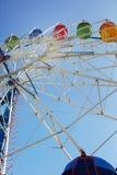 Ruota panoramica in parco di divertimenti pubblico Immagini Stock Libere da Diritti