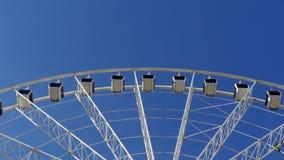 Ruota sopra il cielo blu immagini stock libere da diritti