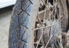 Ruote della sporcizia del motociclo immagini stock