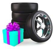 Ruote di automobile con il grande contenitore di regalo Immagini Stock