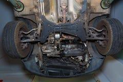 Ruote di enginee della parte anteriore del underbody dell'automobile Fotografie Stock