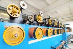 Ruote gommate giranti della bobinatrice Fotografie Stock