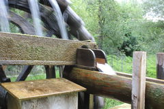 Ruote idrauliche con acqua Fotografia Stock Libera da Diritti