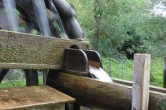 Ruote idrauliche con acqua Fotografie Stock
