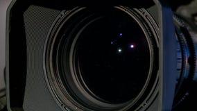 Ruoti a partire dalla vista del primo piano della macchina fotografica il lato della lente video d archivio