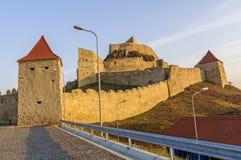 Rupea-Festung im warmen Licht des Sonnenuntergangs Lizenzfreie Stockfotografie