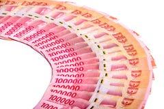 Rupia indonesio 100 extensión de 000 billetes de banco fotos de archivo