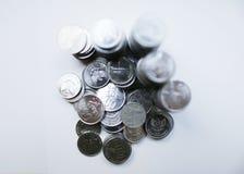 Rupiemünzen auf weißem Hintergrund Lizenzfreies Stockbild