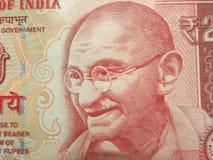 20 rupier Indien anmärkning med många tjugo rupier anmärkning i backgroundClose upp av 20 rupier indisk anmärkning med den Mahatm Arkivbilder