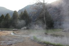 Rupite - около температуры водяного пара минеральной воды 75 градусов Стоковые Изображения