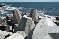 Rupteurs et océan de l'eau images stock