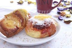 Ruptura de café com pastelaria Fotos de Stock Royalty Free