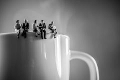 Ruptura de café da equipe do negócio Conceito da discussão e da fala imagens de stock
