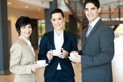 Ruptura de café no trabalho fotografia de stock royalty free